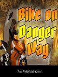 Xe đạp trên đường nguy hiểm