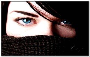 नीली आँखें एम