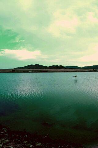 Cảnh sử thi trên hồ