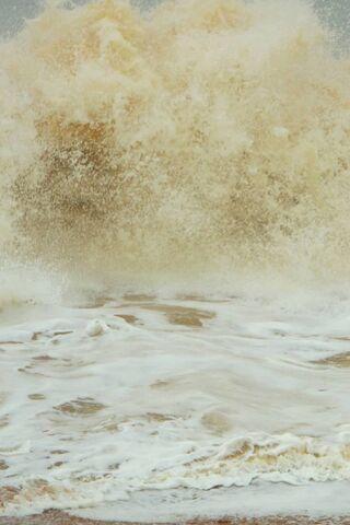 Gelombang Laut yang Kuat